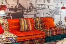 Floor sofa cushions